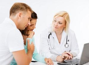 Женщина и мужчина у врача