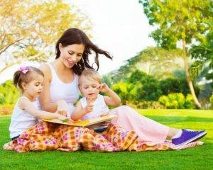 мама с сыном и дочкой
