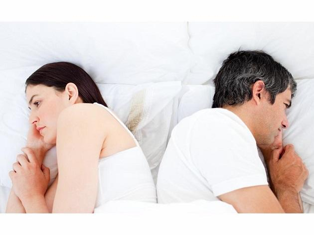 супруги спина к спине