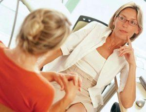 женщина у психотерапевта